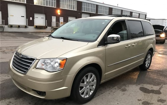 Pre-Owned 2010 Chrysler Town & Country